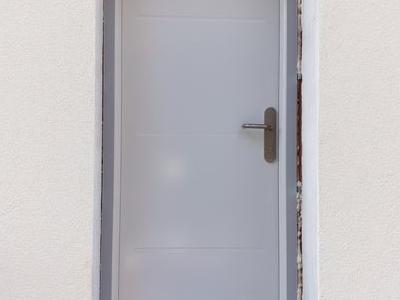 biale-drzwi-od-frontu