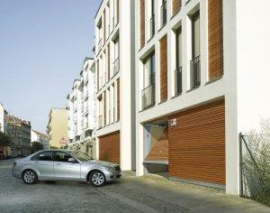 budynek mieszkalny z garażami