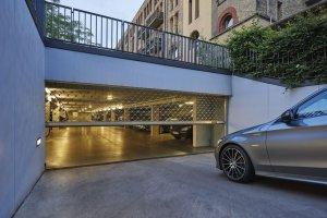 wjazd do podziemnego parkingu