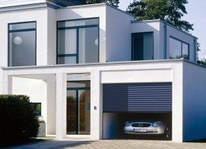 dom z garażem z autem
