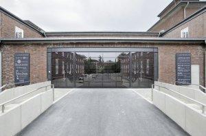 brama przemysłowa fabryki