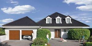 dom z czarnym dachem
