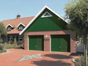 ceglany garaż z glinianym dachem