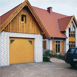 domek z białej cegły